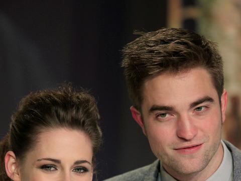 Are Robert Pattinson and Kristen Stewart Still Hooking Up?