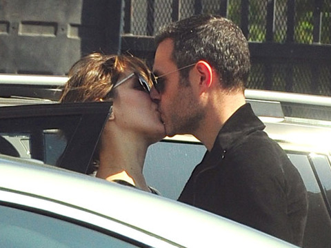 Extra Scoop: Katharine McPhee Didn't Mean to Hurt Anyone by Kissing a Married Man
