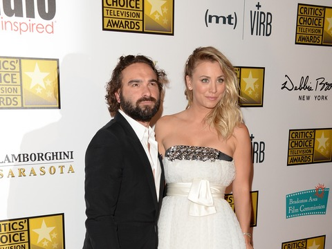 Extra Scoop: Johnny Galecki Speaks About Past Romance with Kaley Cuoco