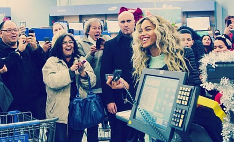 Pic! Beyoncé Surprises Shoppers at Walmart