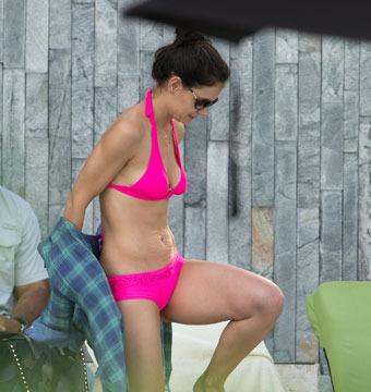 Pics! Katie Holmes Rocks Hot Pink Bikini in Miami