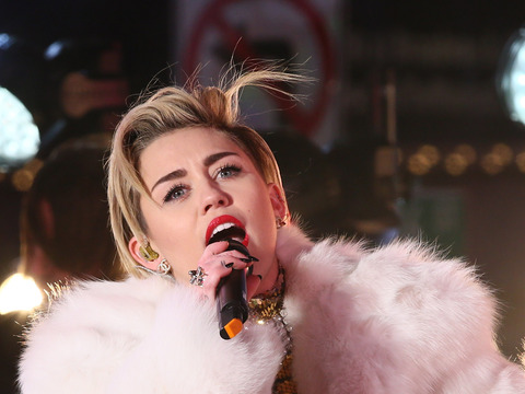 New Year's Eve: Miley Wears Fur, Jenny Licks a Sledgehammer