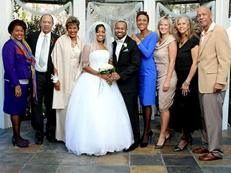 Robin Roberts Shares Pic of Girlfriend at Family Wedding