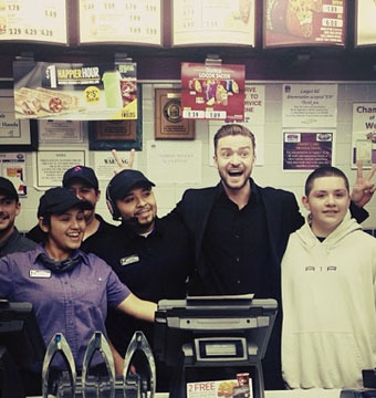 Pics! Justin Timberlake Celebrates People's Choice Win at Taco Bell