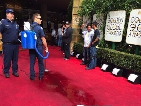 Golden Globes 2014: Portions of Red Carpet Flooded… See the Video!