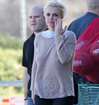 Is Britney Spears Married?! See the Pic that Started the Rumors
