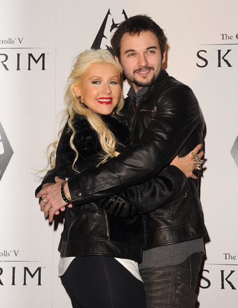 Christina Aguilera Engaged... See the Ring!