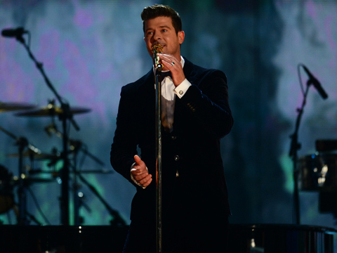 Video! Robin Thicke Pours His Heart Out to Paula Patton Onstage