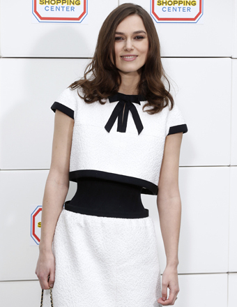 Keira Knightley S Chanel Dress Is Tiny Waist Optical