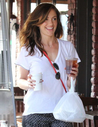 Minka Kelly picked up food and drinks at Kings Road Cafe in L.A.