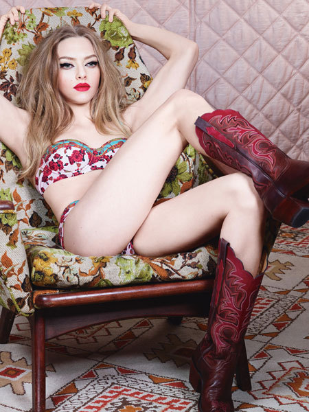Amanda Seyfried Says She Loves Sex Scenes, Poses in Underwear
