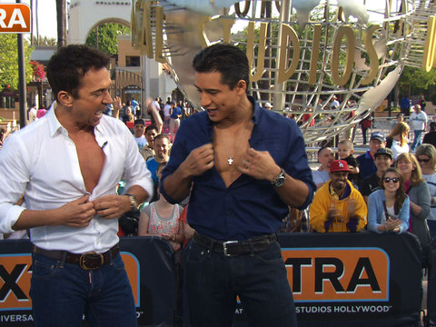 Bruno Tonioli and Mario Lopez Unbutton Their Shirts, Preview Season 18 of 'DWTS'