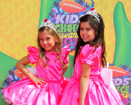 Pics! Stars Walk the Red Carpet at the 2014 Kids' Choice Awards