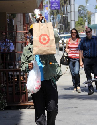 André Benjamin of Outkast used a shopping bag to hide from photographers in Beverly Hills.