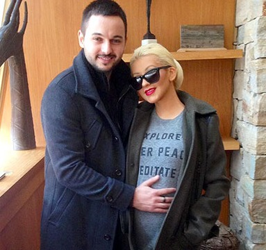 Pic! Christina Aguilera Shows Off Baby Bump