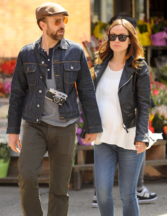 Soon-to-be parents Jason Sudeikis and Olivia Wilde held hands while out for a stroll in NYC.