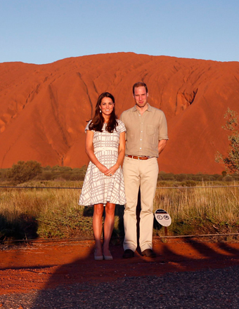 Kate and William re-created a 1983 pic of Diana and Charles at Australia's Uluru landmark.