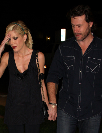 Tori Spelling Hospitalized, Husband Dean McDermott by Her Side