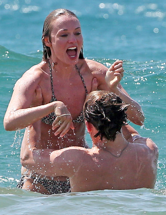 """Hunger Games"" star Sam Claflin and wife Laura Haddock enjoyed a day at the beach in Maui."