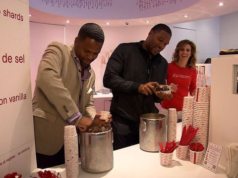 Ice Cream Scoop-Off! Michael Strahan vs. 'Extra's' AJ Calloway