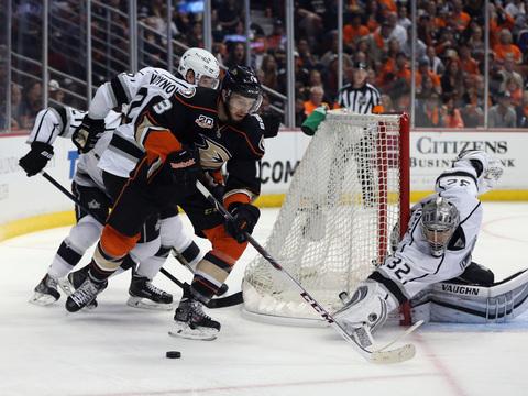 Star-Packed NHL Showdown! 'Extra' Hangs with Anaheim Ducks