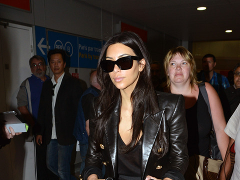 Kimye Wedding Countdown: Kim Kardashian Arrives to Paris with Baby North