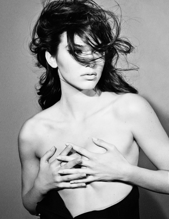 Eye-Popping Pics! Kendall Jenner Poses Topless