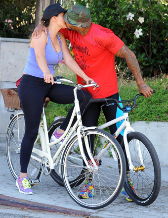 Kelly Brook and David McIntosh proved the couple that bikes together stays together.