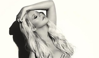 Wow! Christina Aguilera's Naked Pregnancy Pose for V Magazine