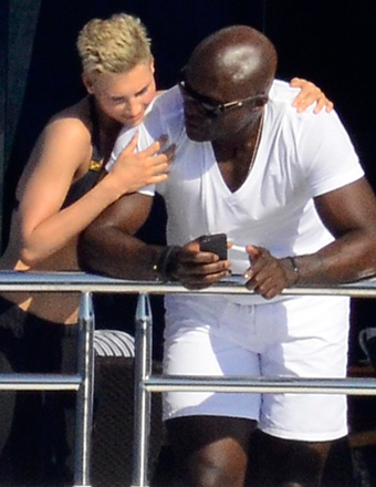 It looks like Seal has a new girlfriend. He was spotted with a blonde on a boat in Sardinia, Italy.