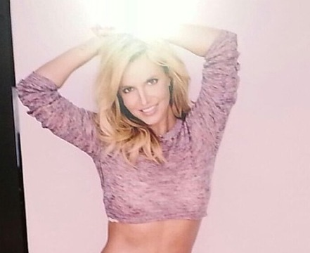 Wowza! Britney Spears Posts Pic of Her Smokin' Hot Abs