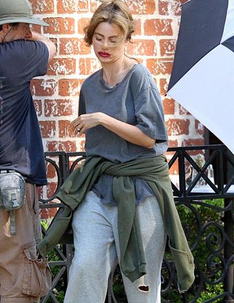 Pic! Sofia Vergara's Shocking Look on the Set of 'Modern Family'