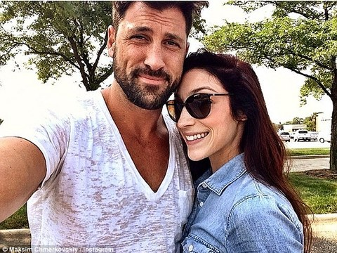 Maks Chmerkovskiy and Meryl Davis Share Cozy Pic