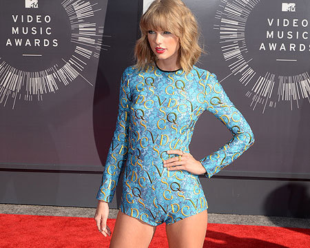 2014 VMAs Fashion: Taylor Swift in Body Suit, Miley in Black Leather