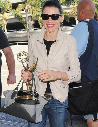 Julianna Margulies hopped a flight out of LAX with her new Emmy in hand.