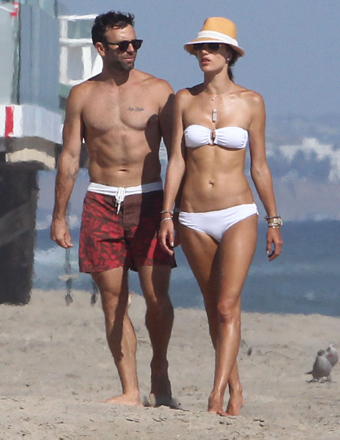 Model Alessandra Ambrosio and fiancé Jamie Mazur took a stroll on the beach in Malibu.