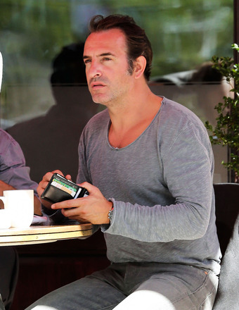 """The Artist"" actor Jean Dujardin lunched with his friends in NYC."