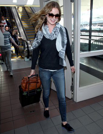 """Revenge"" star Emily VanCamp flew from Toronto to L.A."