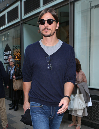 Josh Hartnett was spotted shopping at Mayfair's Dover Street Market in London.