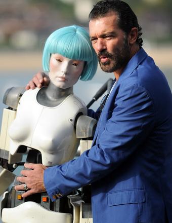 "Antonio Banderas attended the ""Automata"" photo call at the San Sebastian International Film Festival."