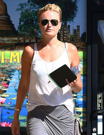 Malin Akerman stopped for a Thai massage in Los Feliz.