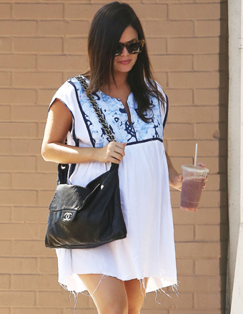 Rachel Bilson showed off her baby bump at Stamp Proper Foods in Los Feliz.