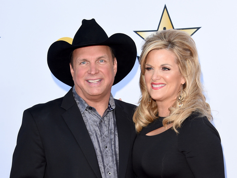 Garth brooks gushes over happy life happy wife trisha for Is garth brooks and trisha yearwood still married