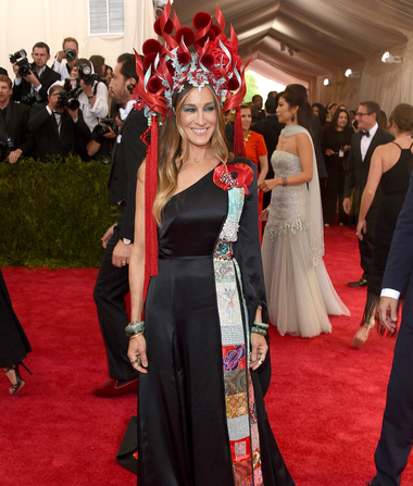 Sarah Jessica Parker Hits the Met Gala Red Carpet in Stunning…