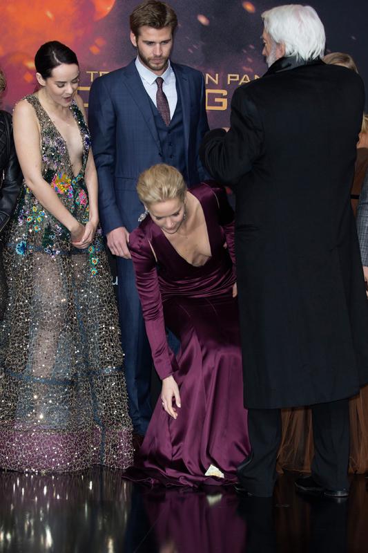 Pics Jennifer Lawrence Suffers Wardrobe Malfunction At