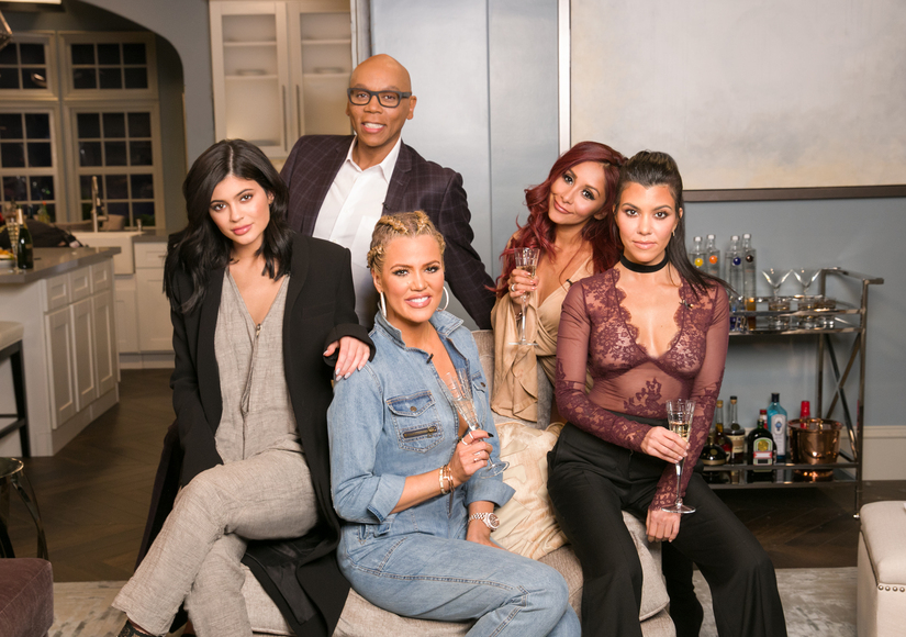 Khloé, Kourtney & Kylie Laugh at Kanye West & Wiz Khalifa's Twitter…