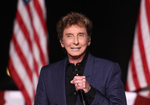 Barry Manilow Rushed to the Hospital