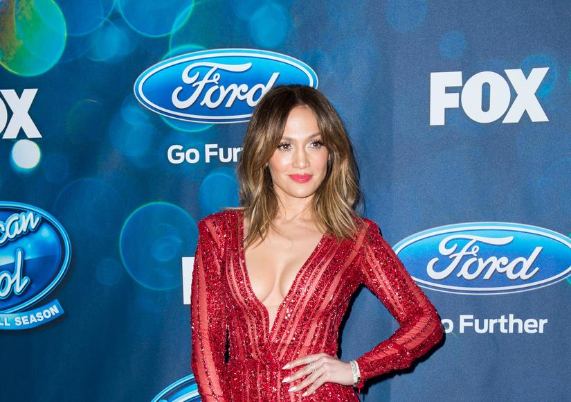 Jennifer Lopez on Her Gone-Viral Makeup-Free Workout Selfie: 'I Have to Stay…