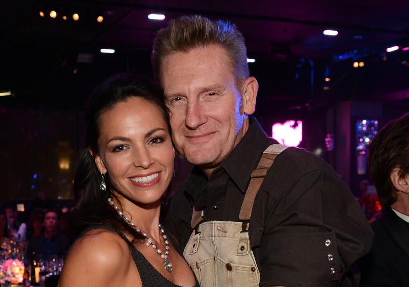 Singer Joey Feek dies at 40