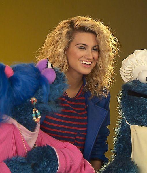 Tori Kelly Hangs with the 'Sesame Street' Gang